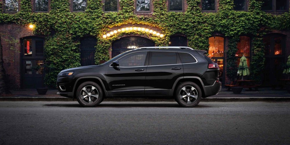 2019-Jeep-Cherokee-Gallery-Exterior-Black-Limited-City-Evening.jpg.image.1440.jpg