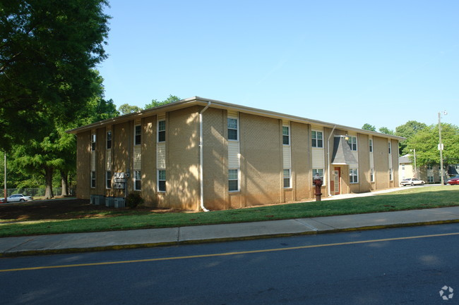 cabarrus-arms-apartments-kannapolis-nc-building-photo.jpg